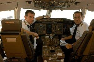 757 Capt Kolshak & Capt Quiello preparing for Delta Humanitarian Flight 9900 to MSY on 9.1.05